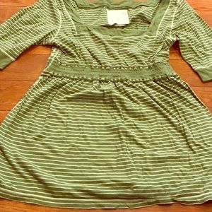 Size Large Red Camel Green Top